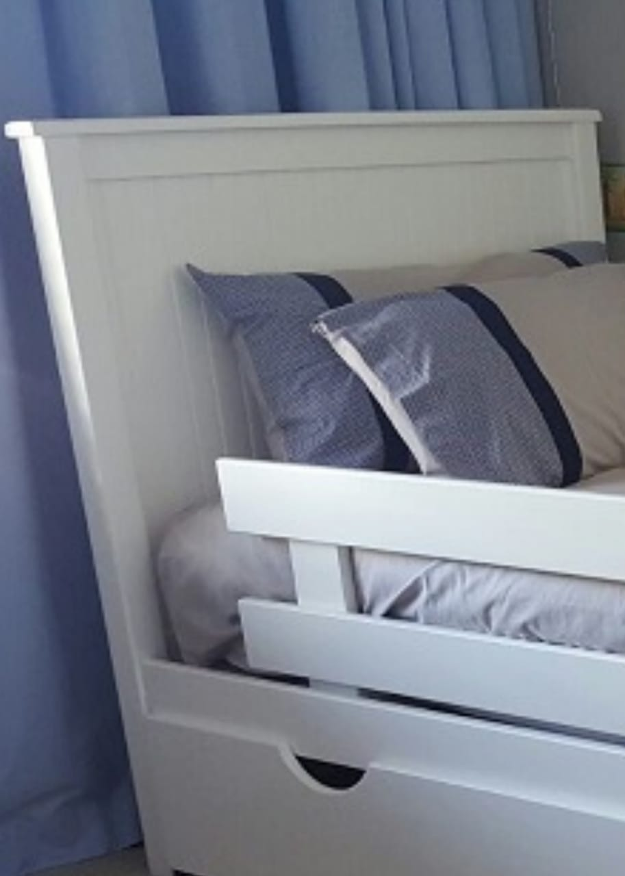 Closed Solid Bed With Groove Lines on Headboard and Foot End