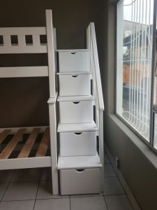 Step with 4 Drawers and 1 Lid Storage Compartment