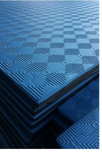 Blue and black reversible 1 meter square in 20 mm safety mats