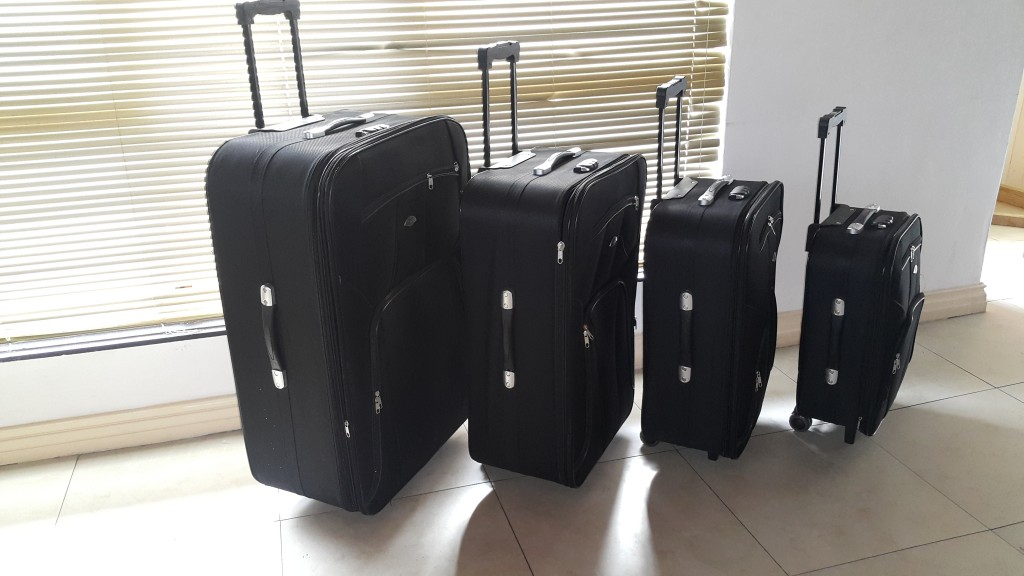 Exclusive Extra Large Travel Sets without Steel Edge Corners